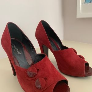 Sergio Rossi size 35 red suede shoes